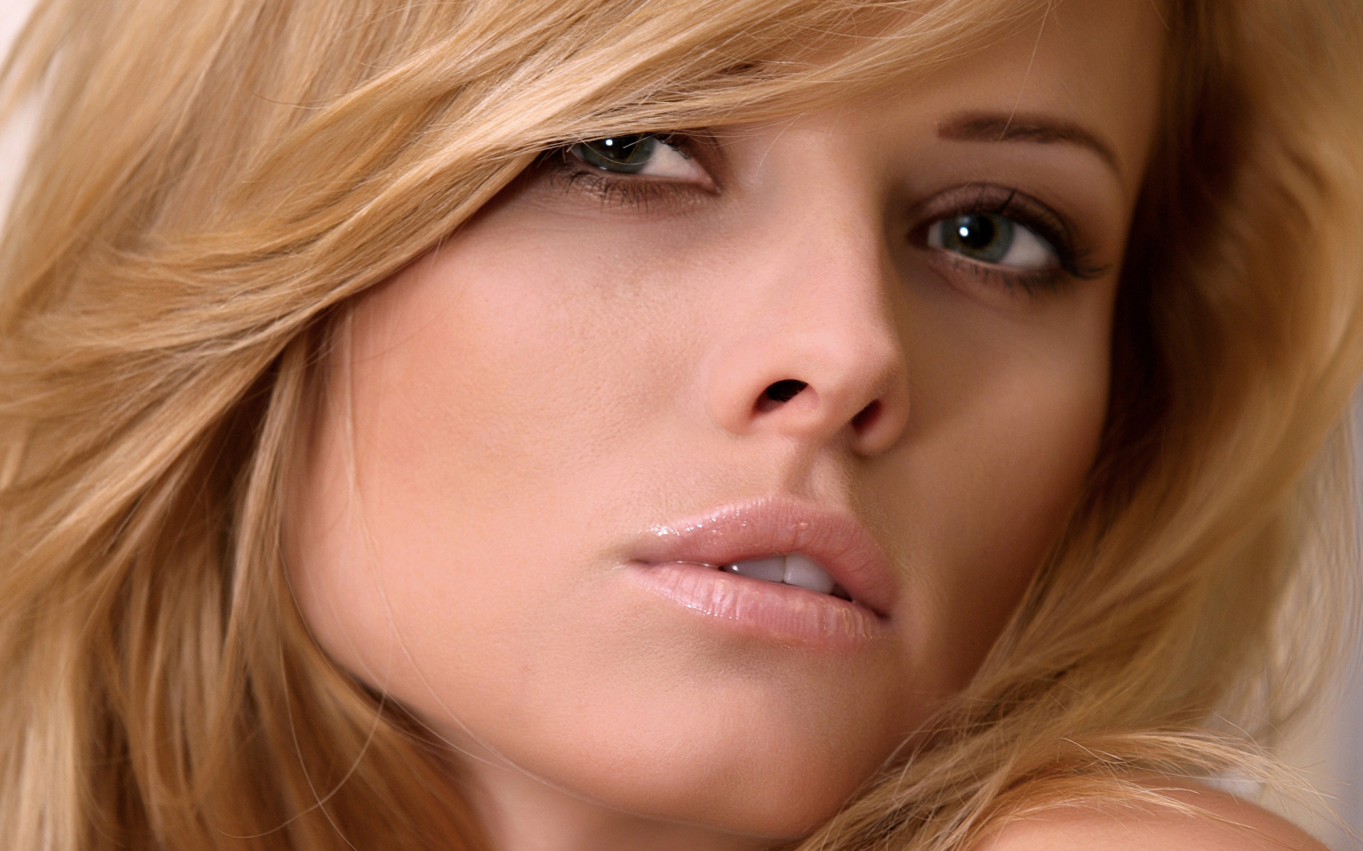 Girl Close Up Wallpapers