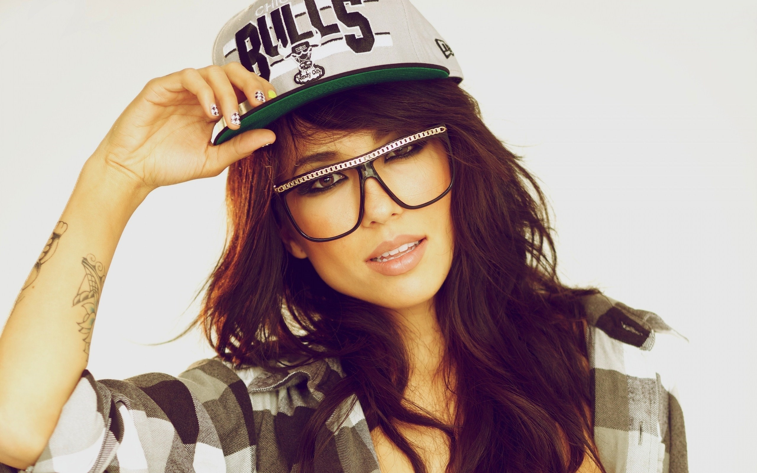 Alie Layus Girl Large Glasses Chicago Bulls Cap HD Wallpaper