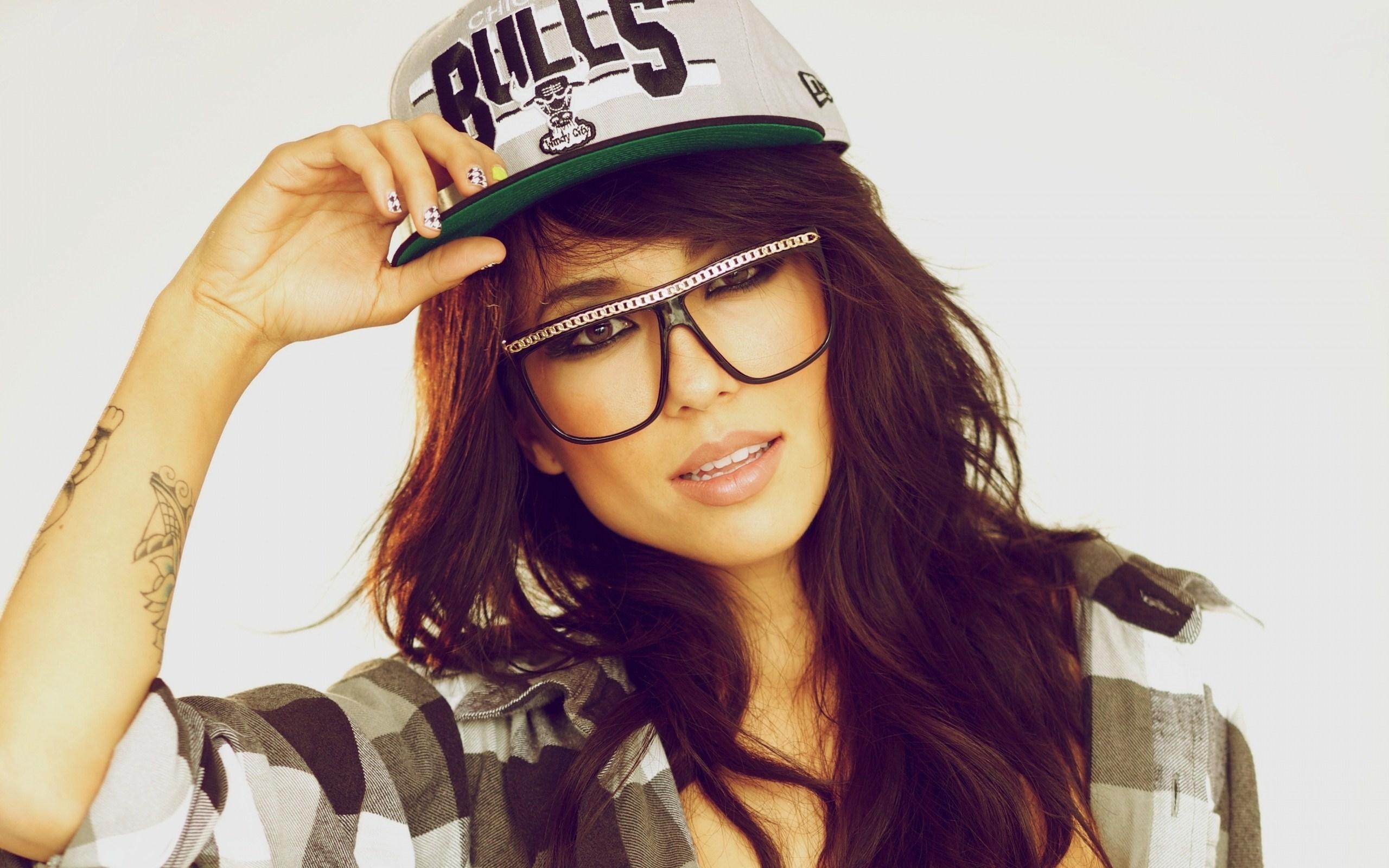 Alie Layus Girl Large Glasses Chicago Bulls Cap HD Wallpaper