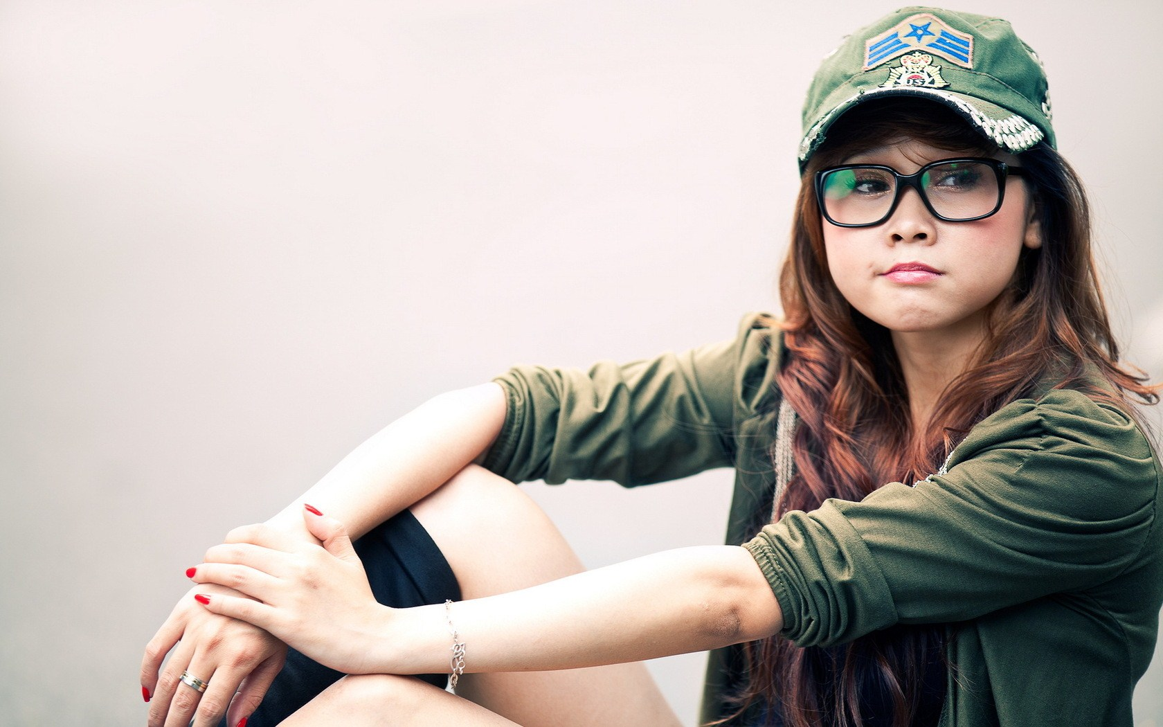 girl glasses hd wallpaper | 1680x1050 | #26096