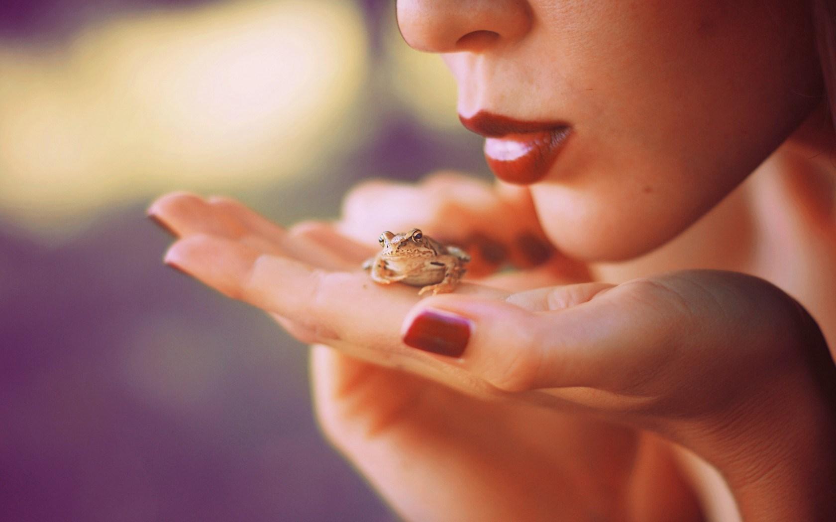 Girl Hand Frog Mood