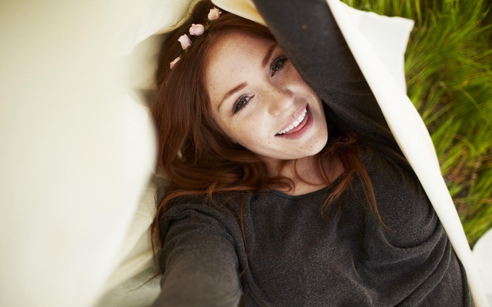 Girl Look Crown Smile Redhead