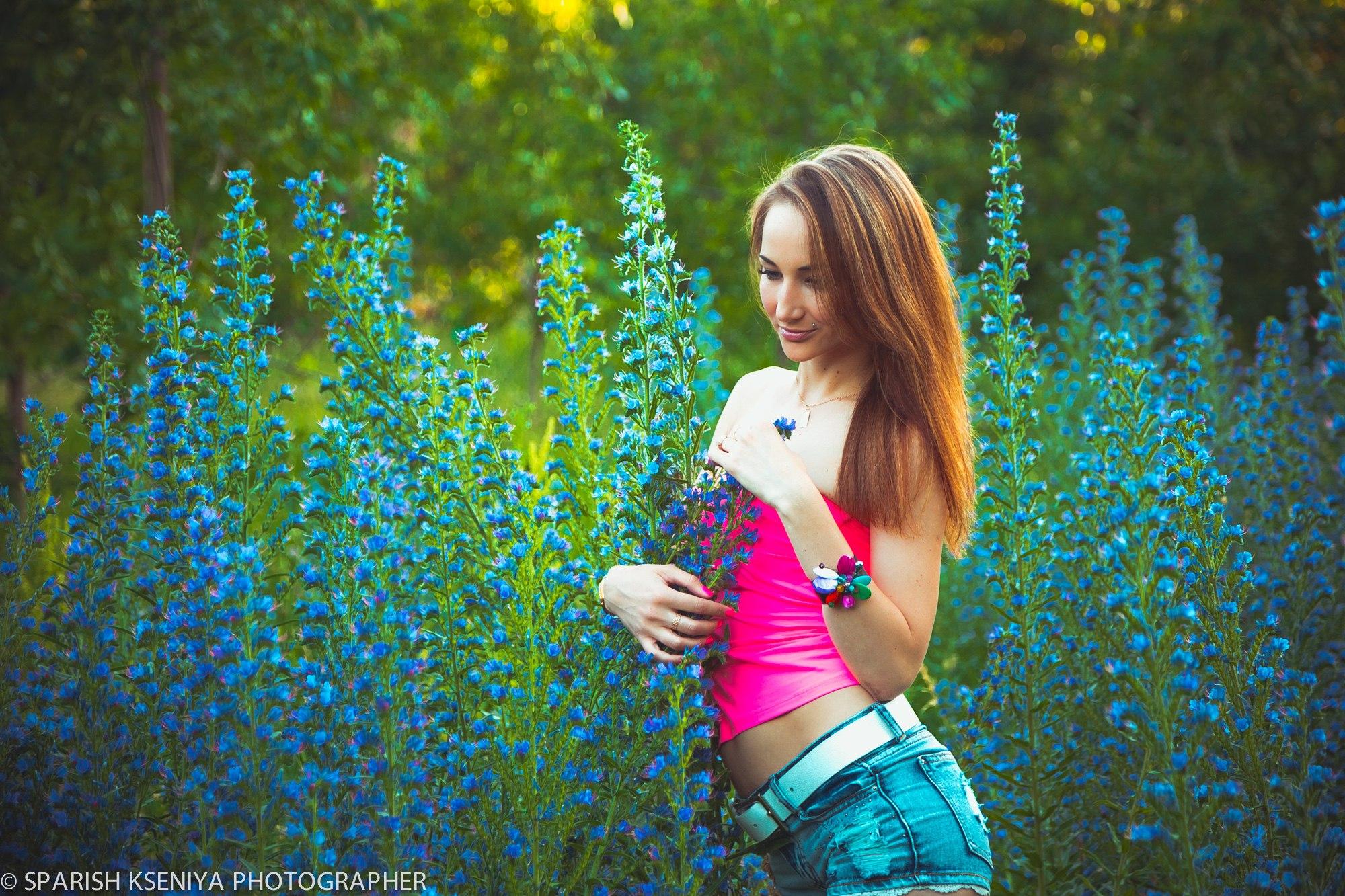outdoor garden flowers girl beauty