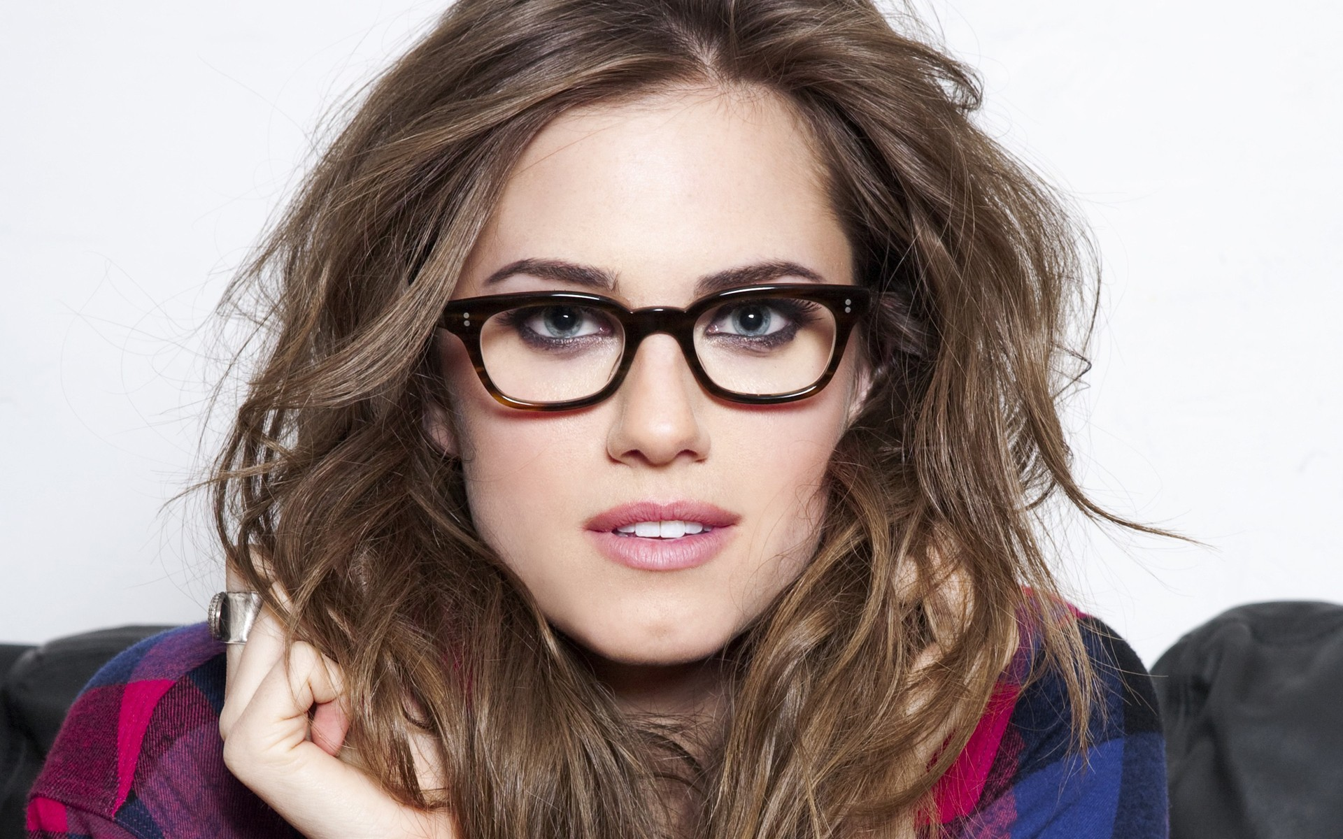Beautiful Girls With Glasses Wallpaper