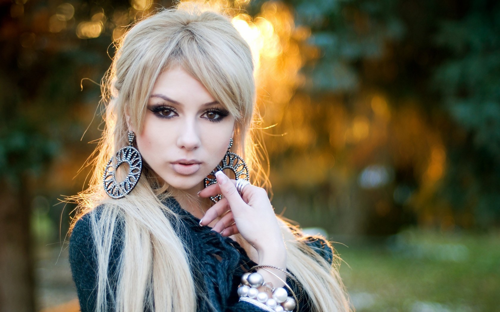Glamour Blonde Girl Portrait