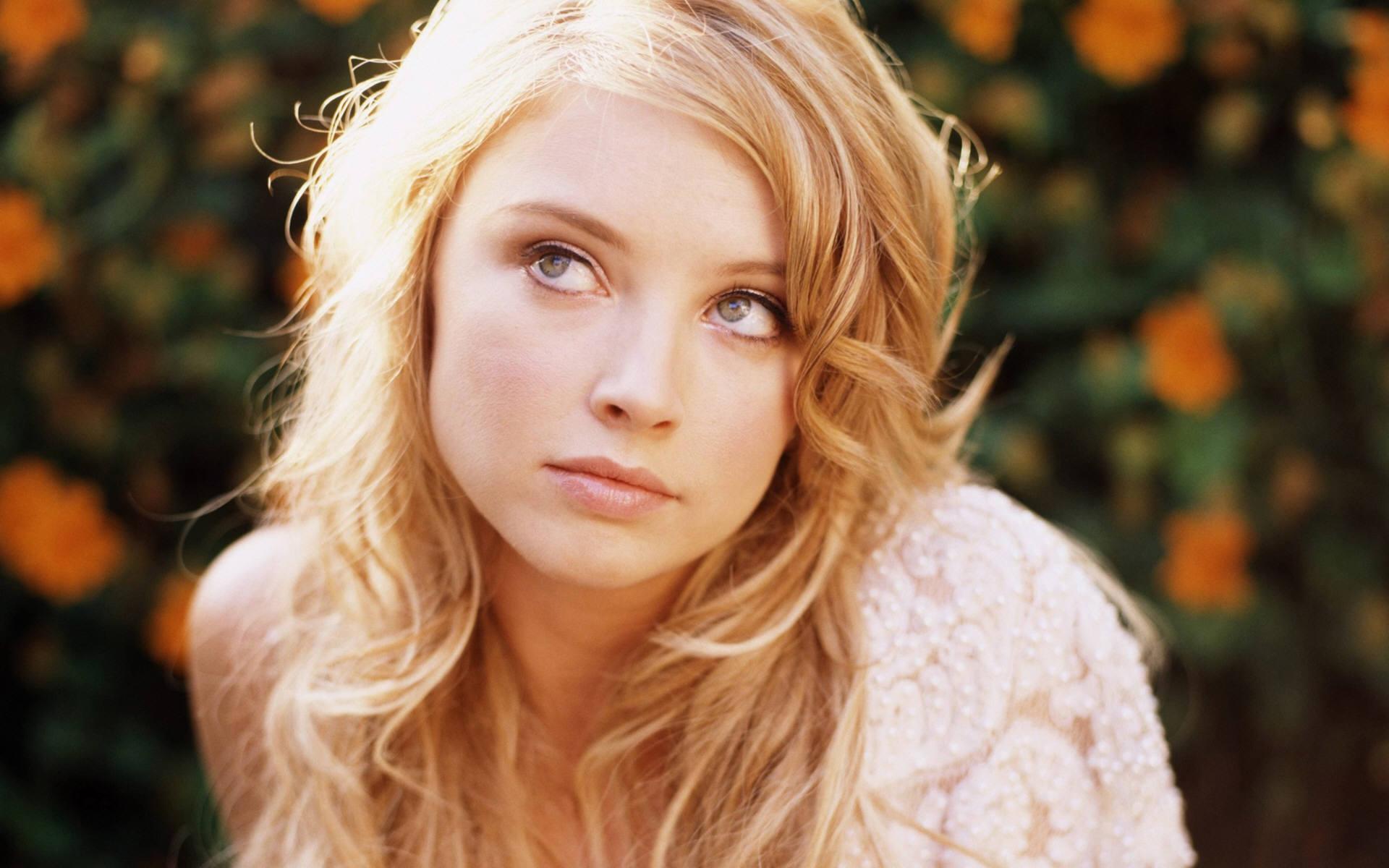 Gorgeous Elisabeth Harnois
