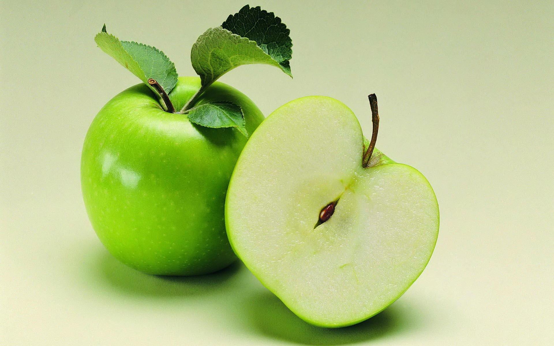 Free Green Apple Wallpaper