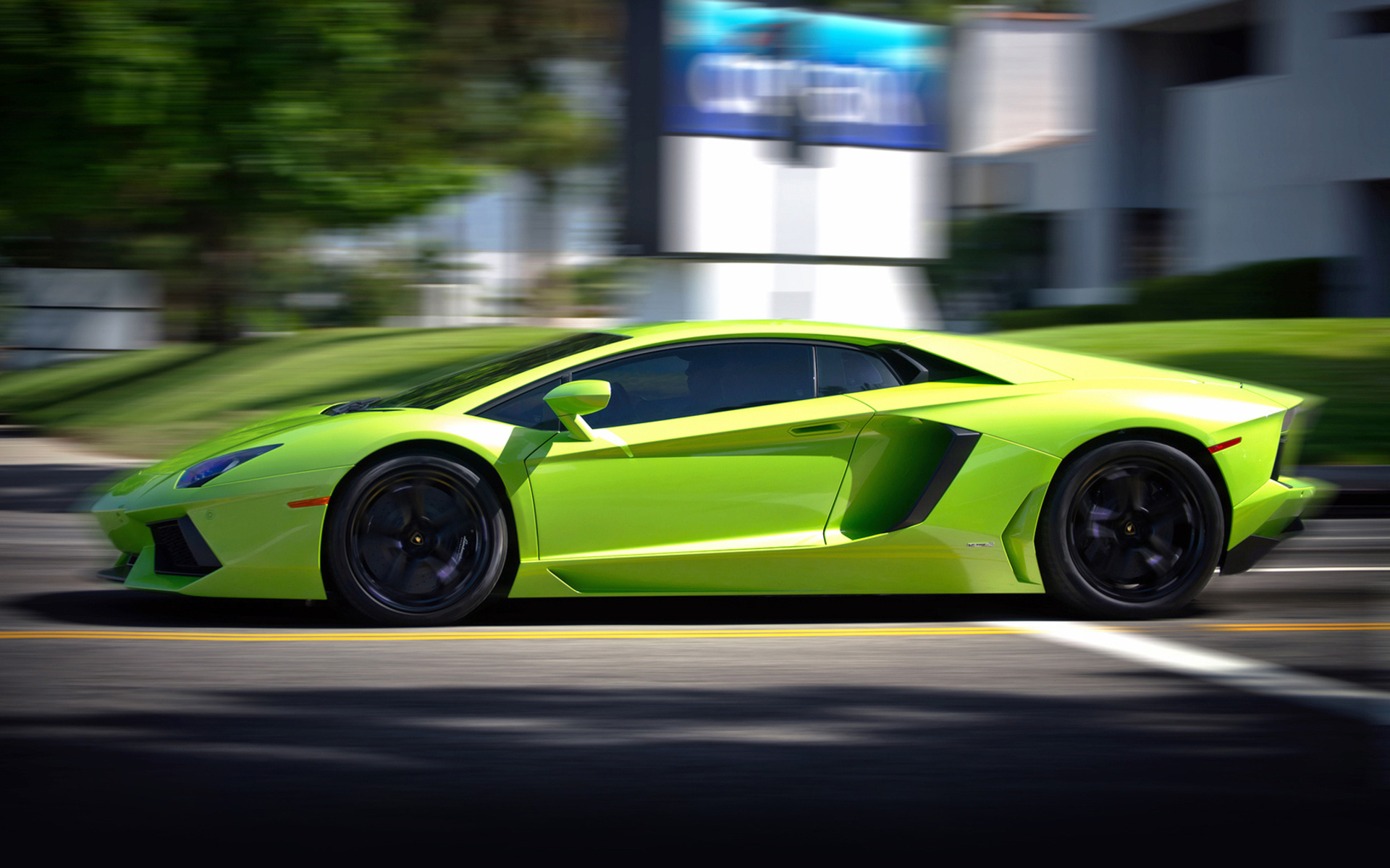 Green Aventador Street Wallpaper 1920x1200 17019
