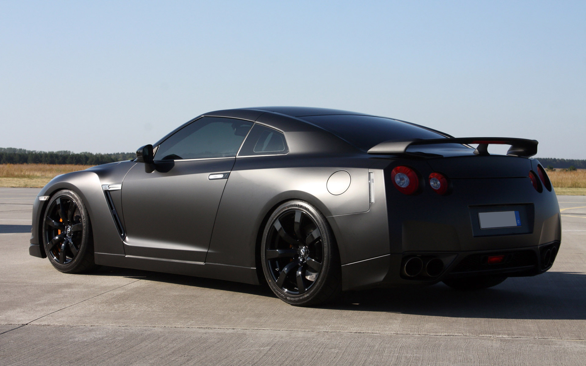 ... Nissan GTR ...