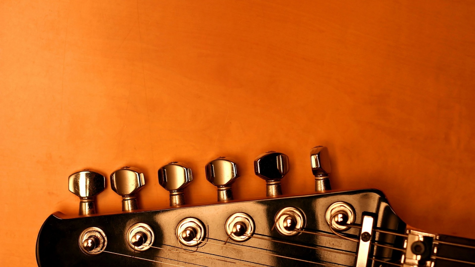 Guitar tuning keys