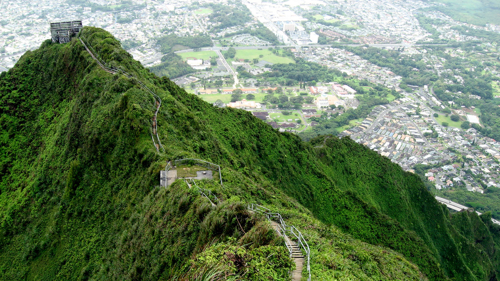 ... Haiku Stairs or the Stairway to Heaven in Oahu, Hawaii 4