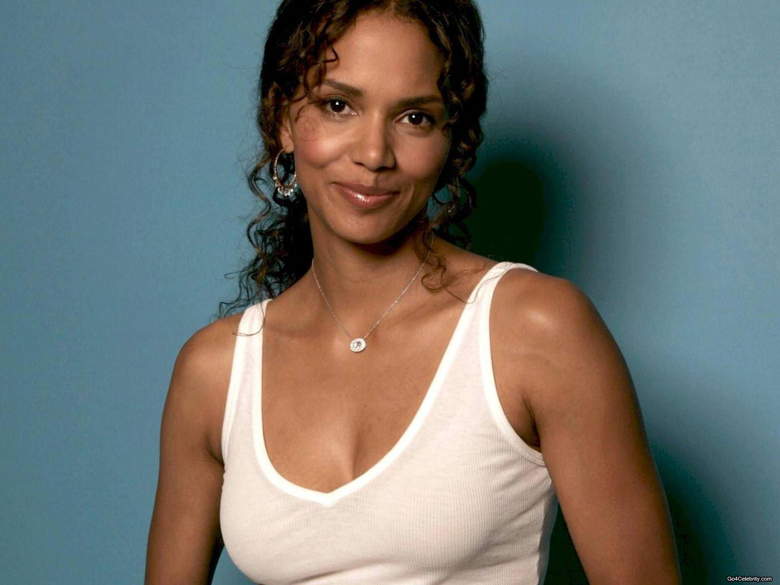 Halle - halle-berry Wallpaper