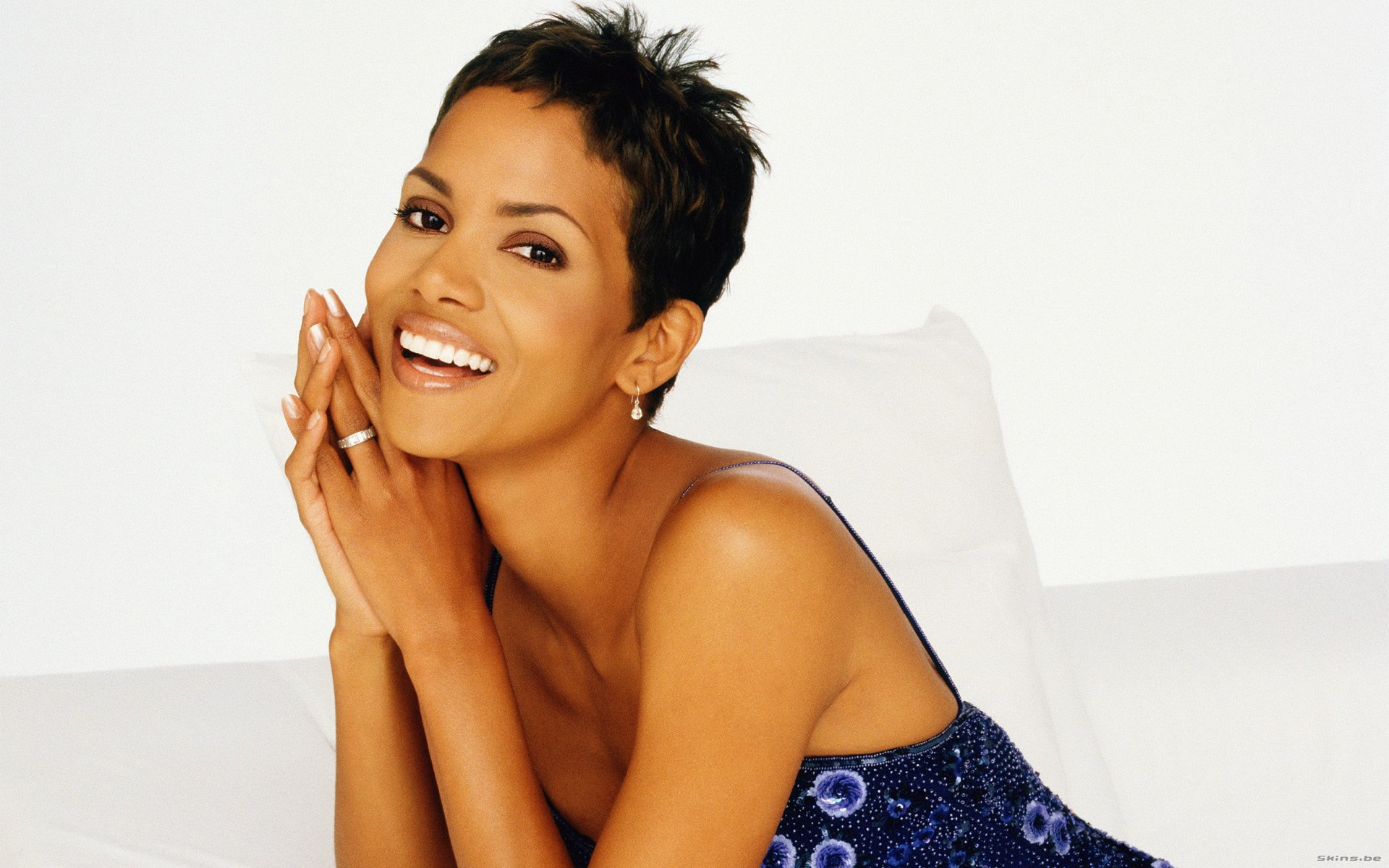 Latest Halle Berry HD Wallpapers Download
