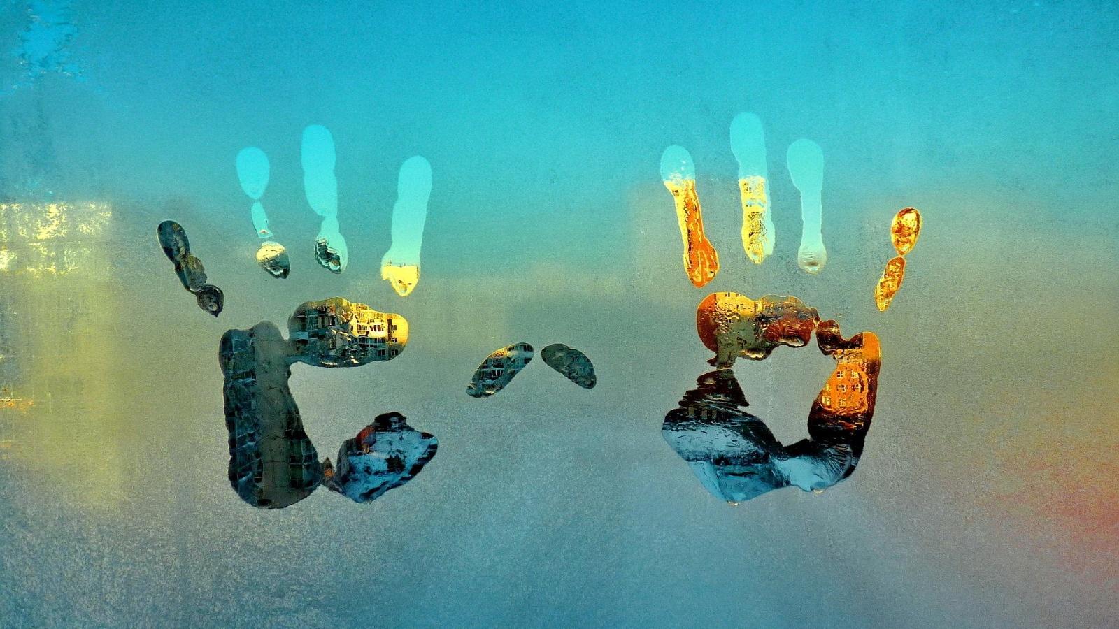 Hand print condensation