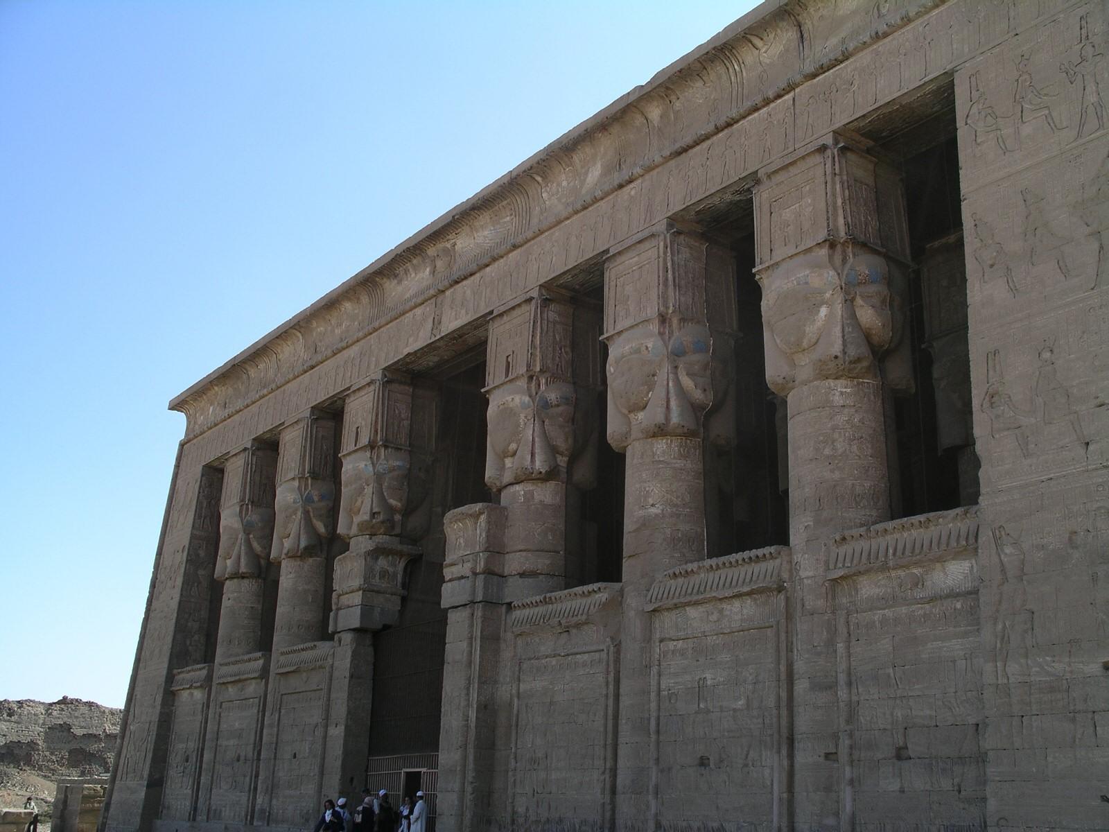 File:Hathor temple Dendera 23 12 2003.jpg
