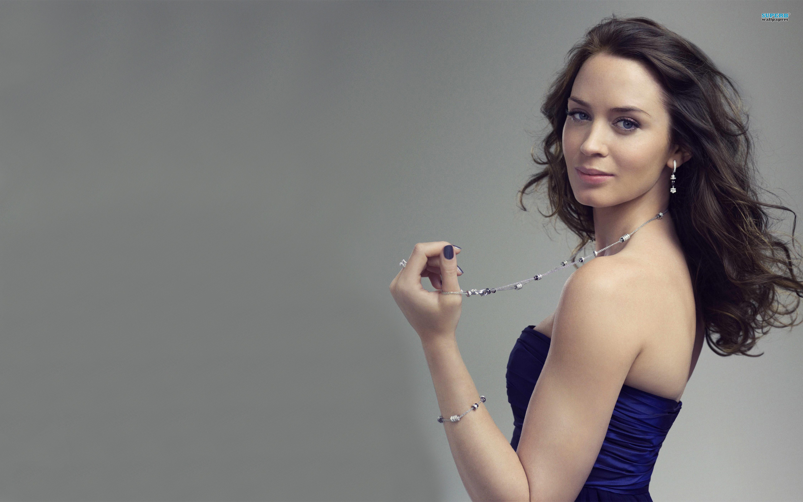Emily Blunt Awesome Wallpaper