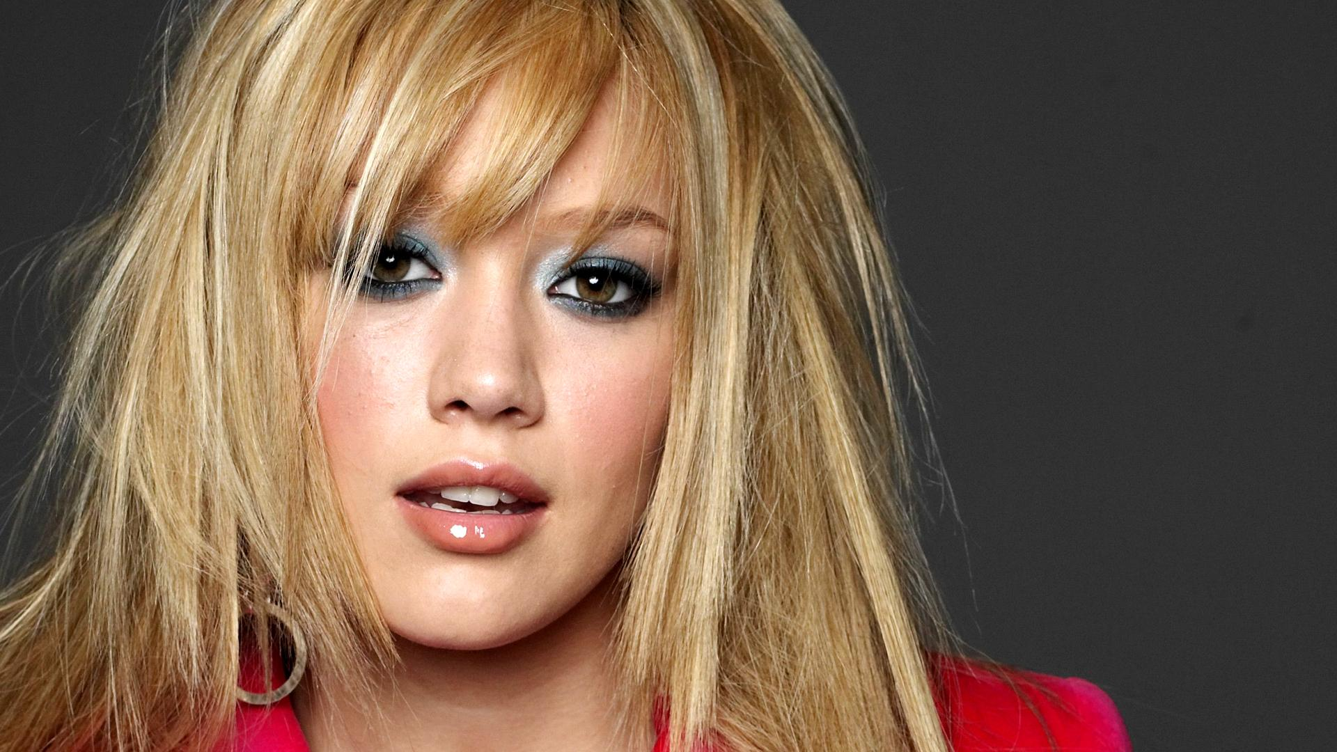 How rich is Hilary Duff?