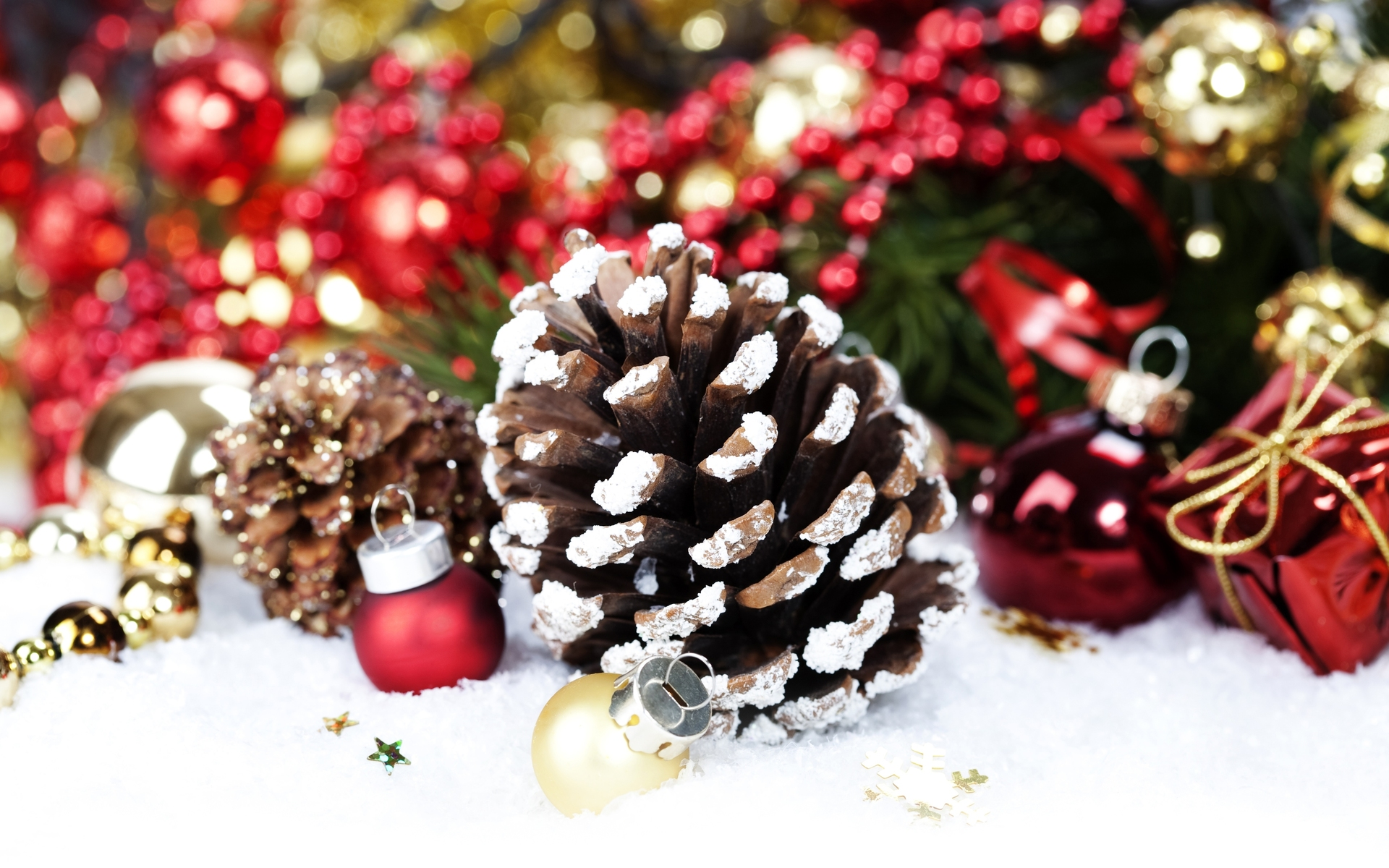 Holiday Pinecone Wallpaper