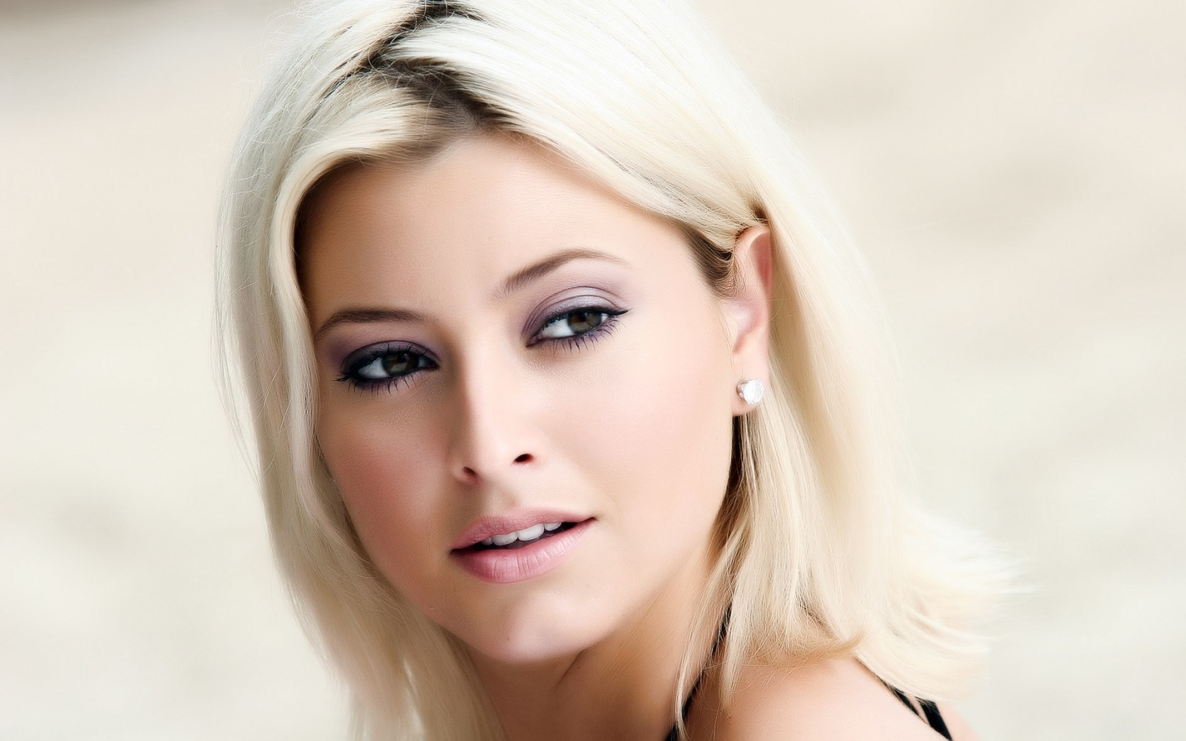 Holly Valance Girl Singer Actress Beauty Portrait