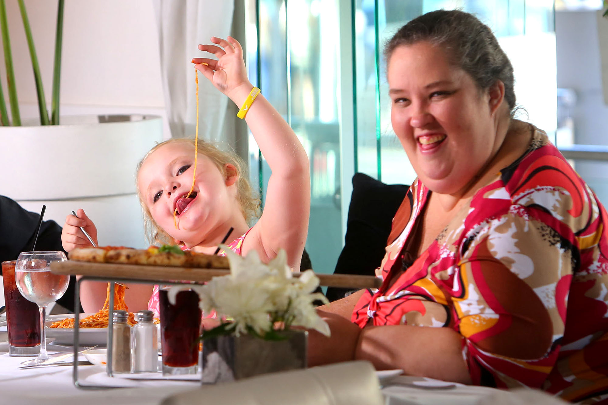 Alana 'Honey Boo Boo' Thompson plays with her pasta next to her mother June Shannon during an interview in 2012. Photo: INFphoto.com