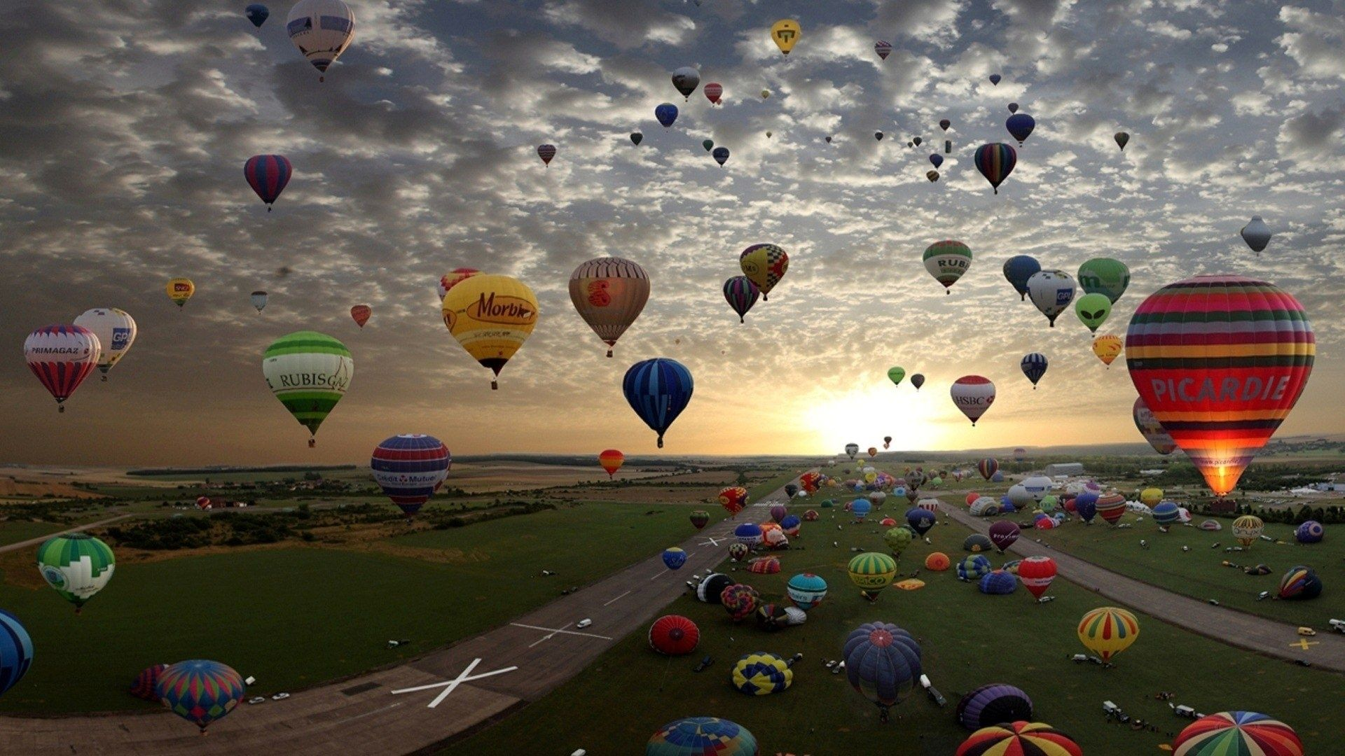 Hot Air Balloons At Sunset Wallpaper