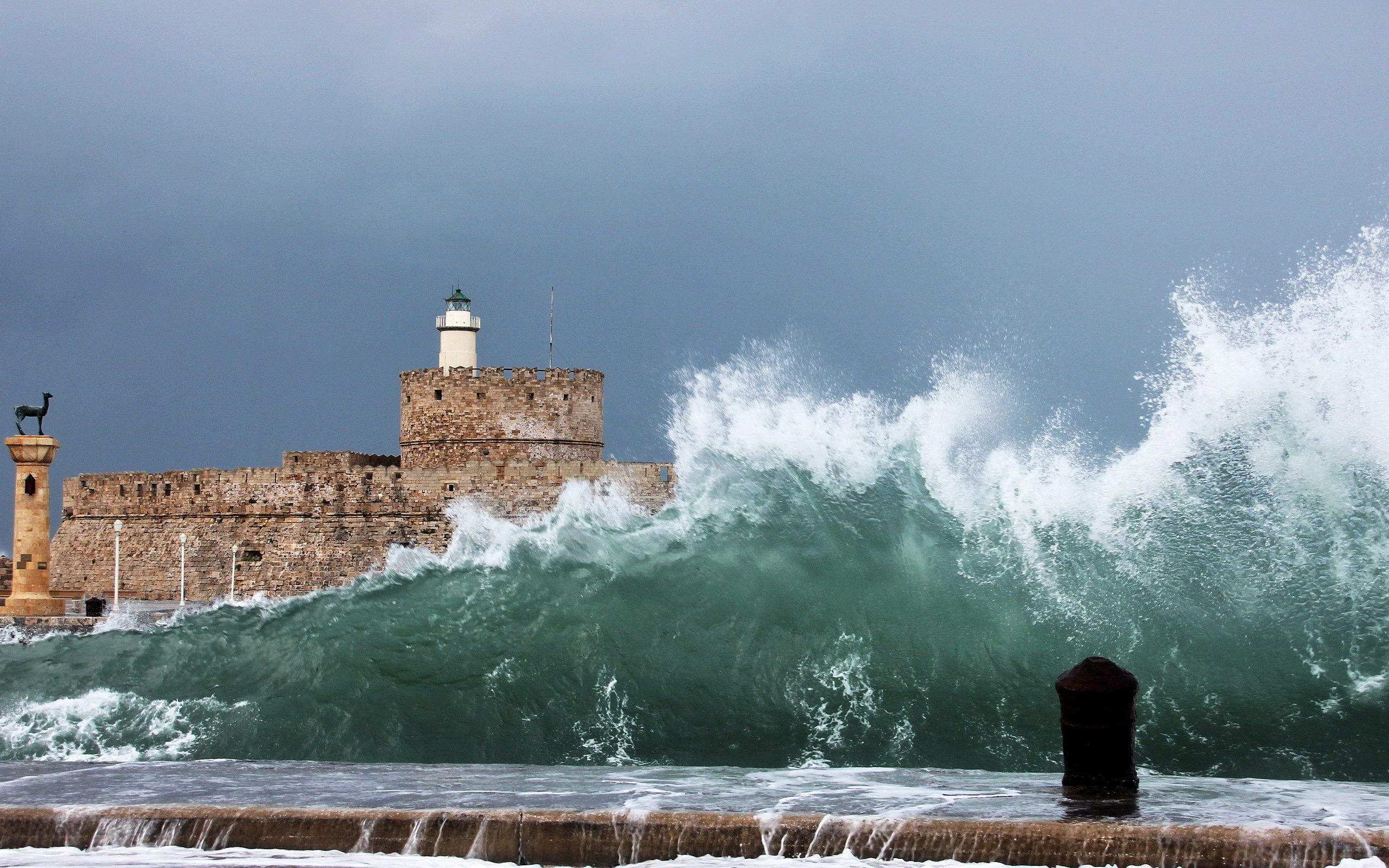 Huge shore waves