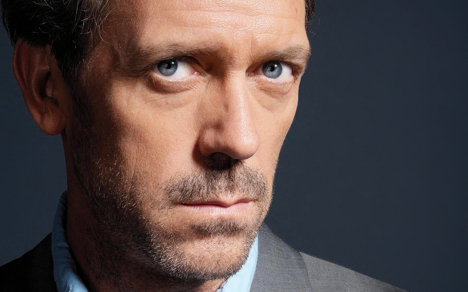 ... hugh laurie image (2) ...