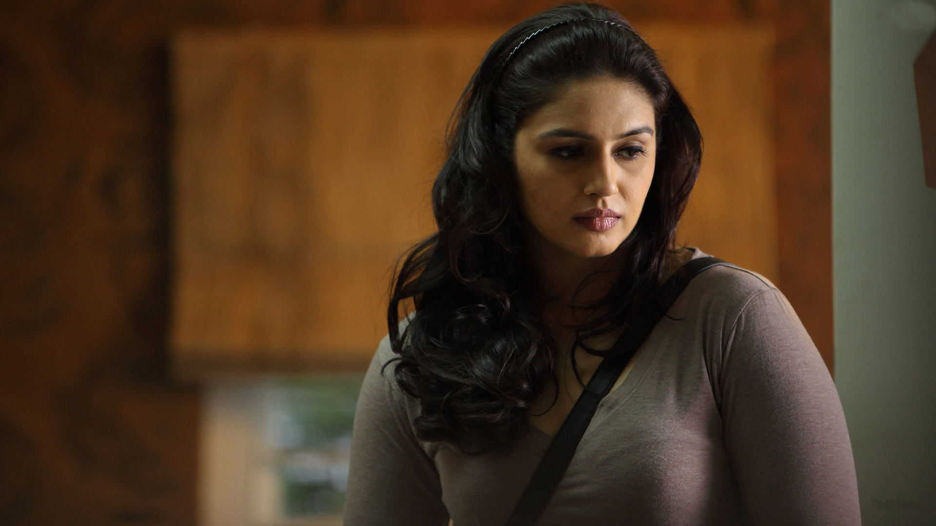 Related wallpapers. Huma Qureshi ...