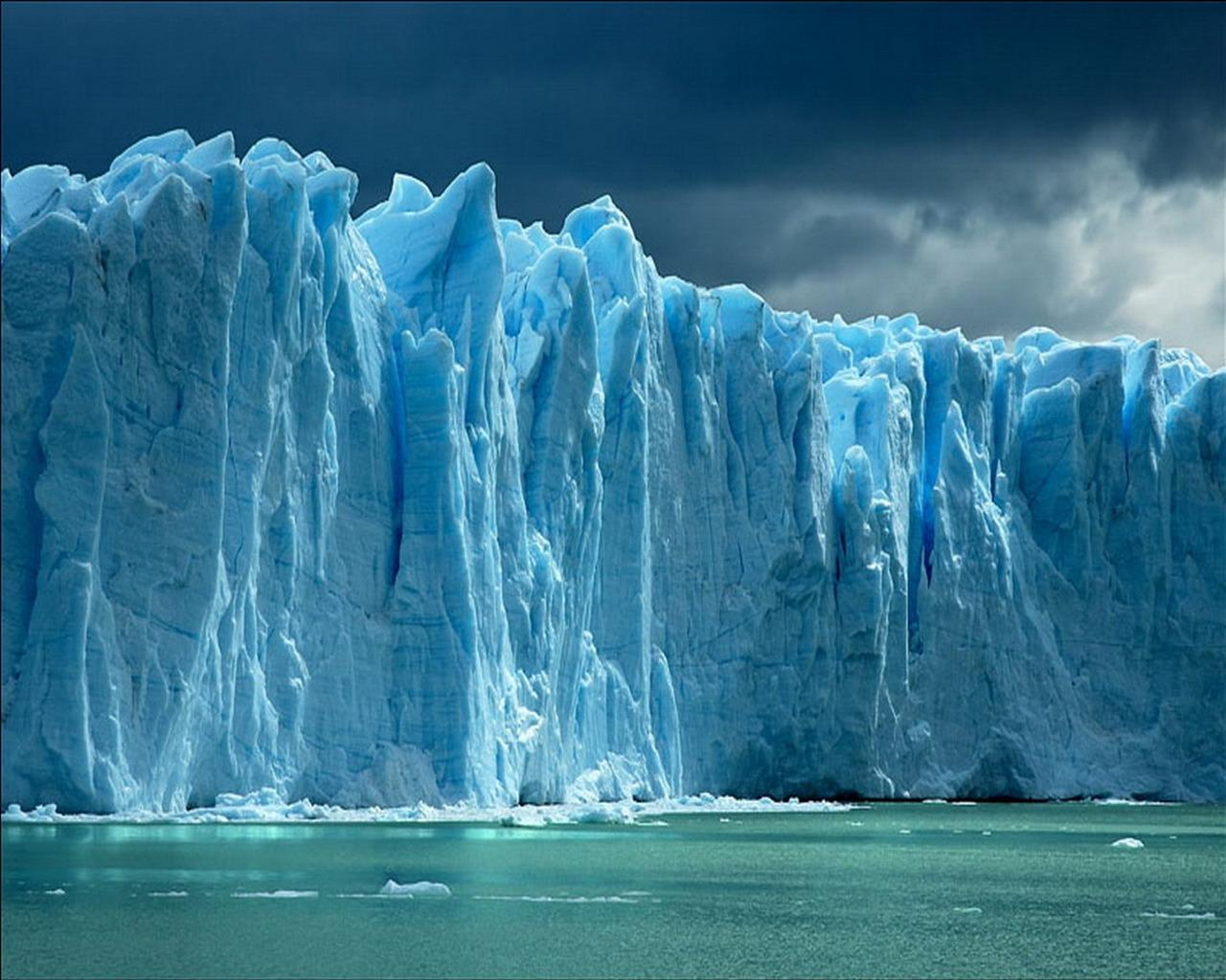 Icebergs melting
