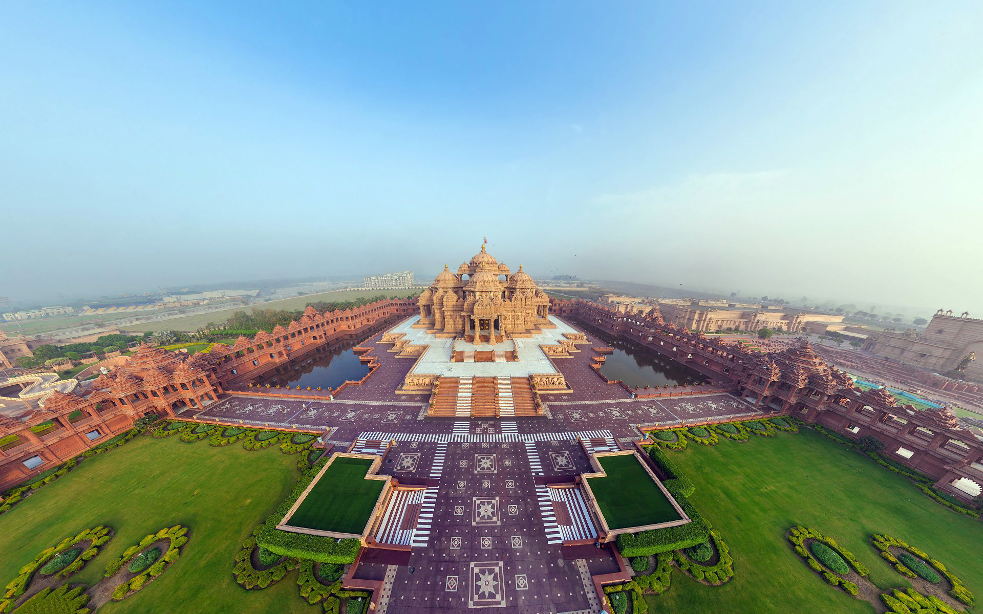 Akshardham-Hindu-temple-complex-in-Delhi-India