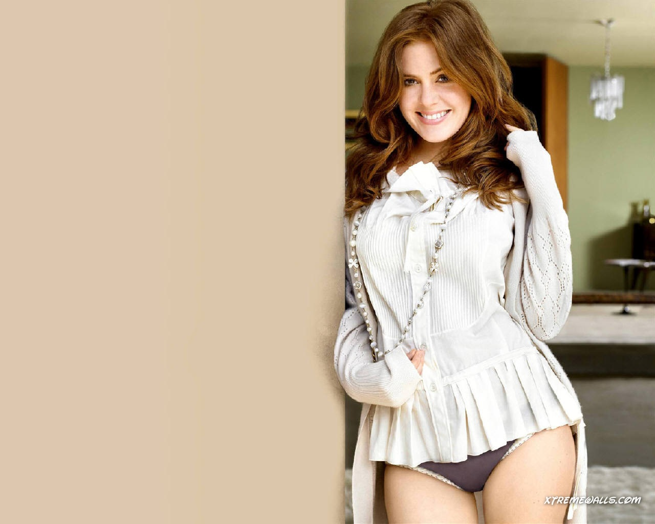 Isla Fisher background ...