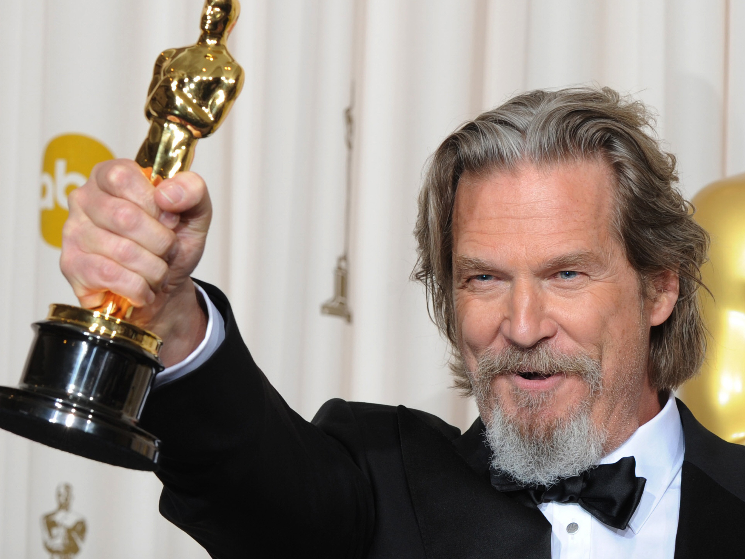 We heard a little less than a month ago that Jeff Bridges was close to signing on for R.I.P.D. He'd be replacing Zack Galifianakis in a role that puts him ...