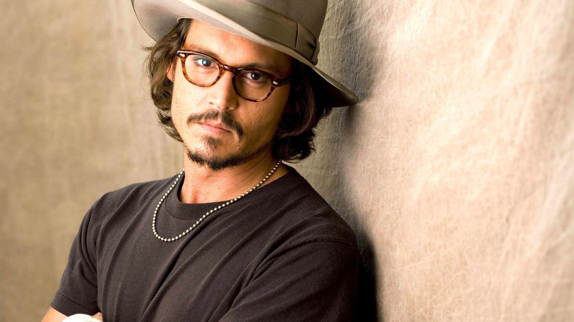 If you want to download Johnny Depp High Quality wallpapers for your desktop, please download this wallpapers below and click «set as desktop background».
