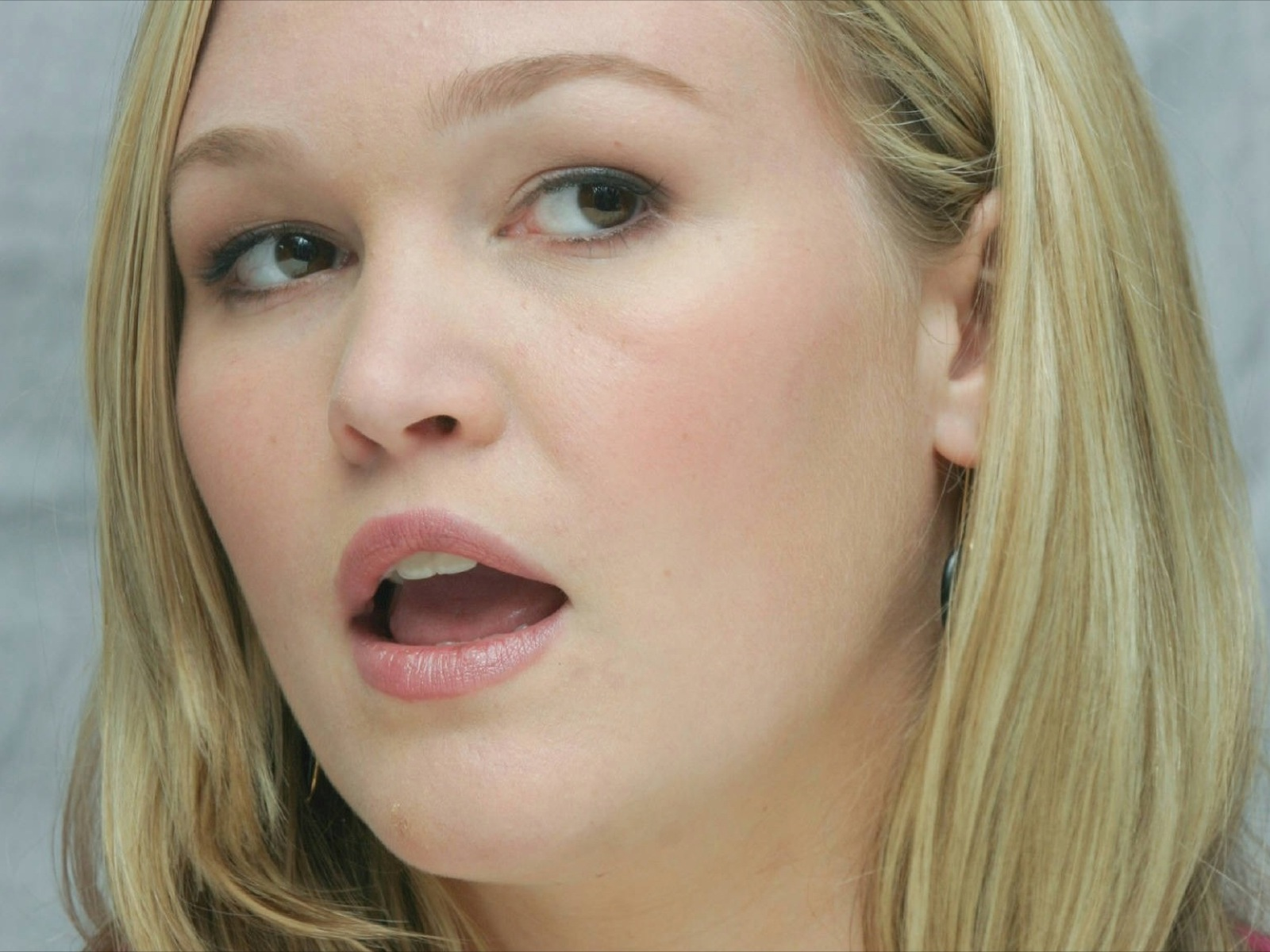 Julia Stiles wallpapers 2014