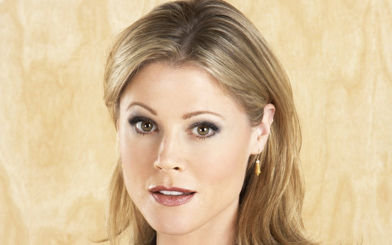 julie bowen eyes rounded wallpaper