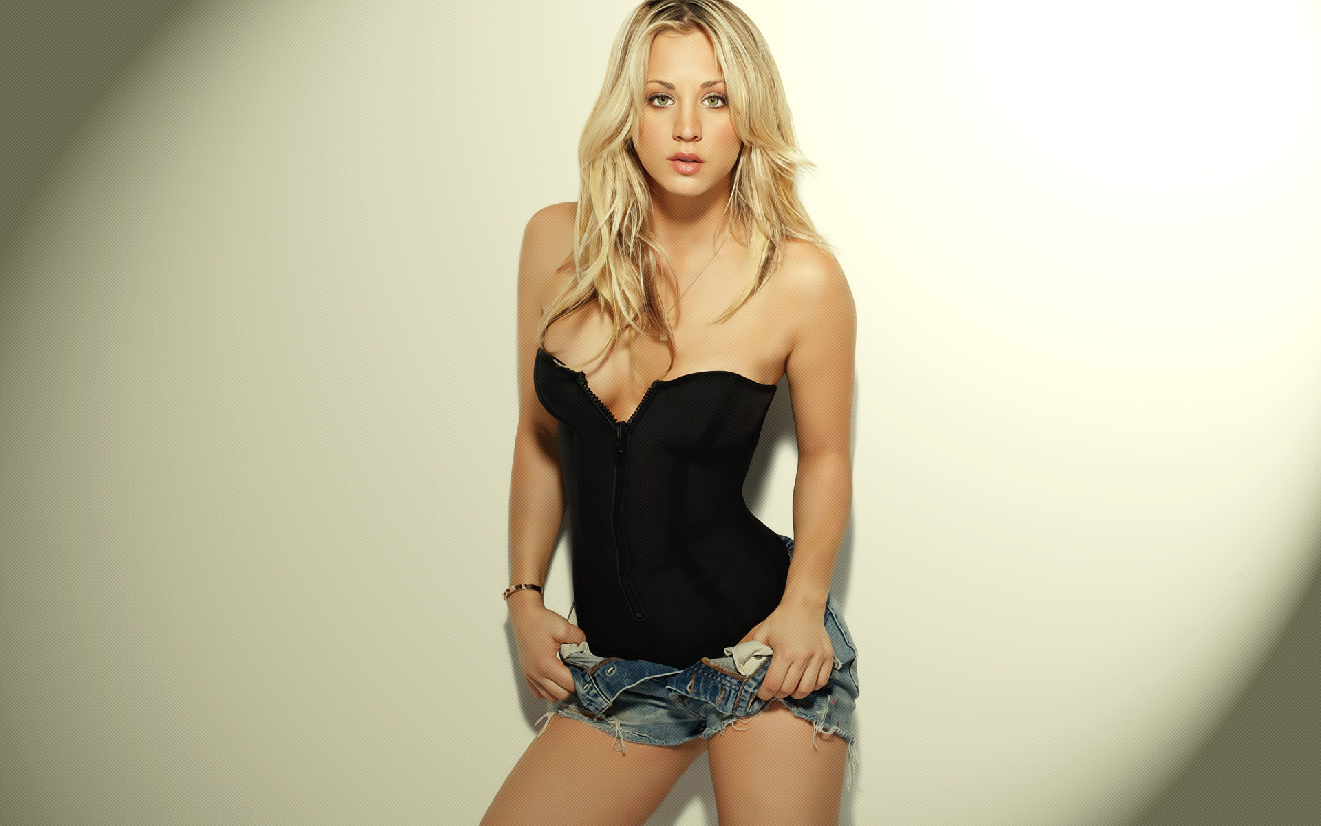 Kaley Cuoco Pictures HD
