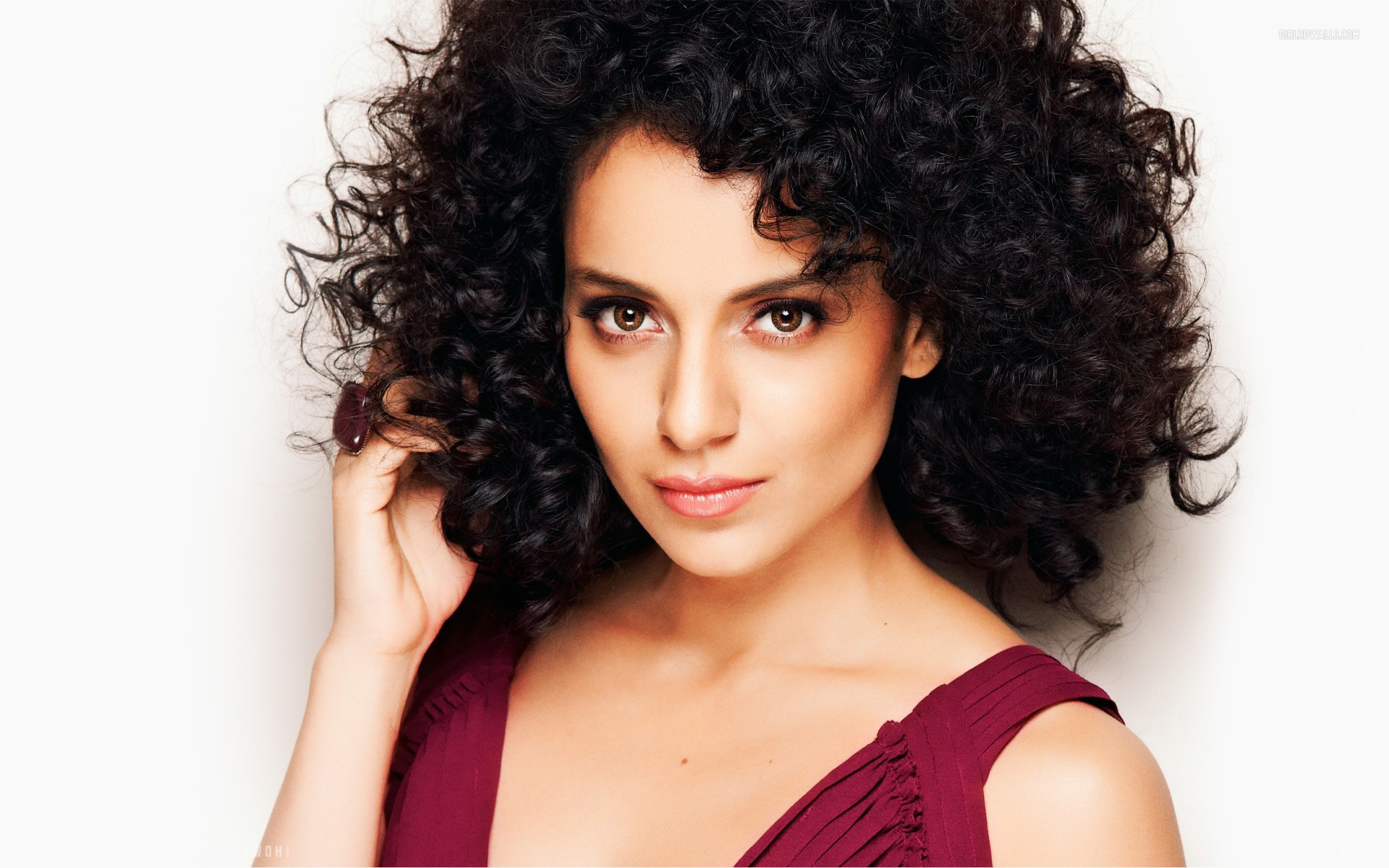 According to media reports emanating from India, one of the most prominent stars of the Bollywood Film Industry, Kangana Ranaut has sent a legal warning to ...
