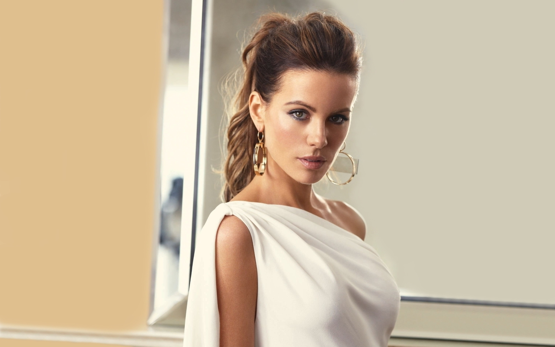 Kate Beckinsale White Wallpaper 1920x1200 20067