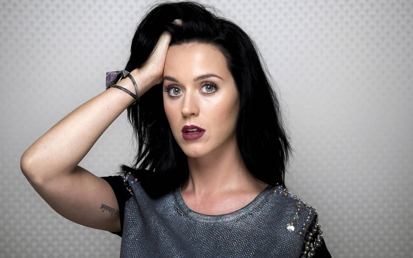 Here we go with the Katy Perry pregnancy rumors again… Except, this time, I can totally see why people think Katy is going to be a mommy.