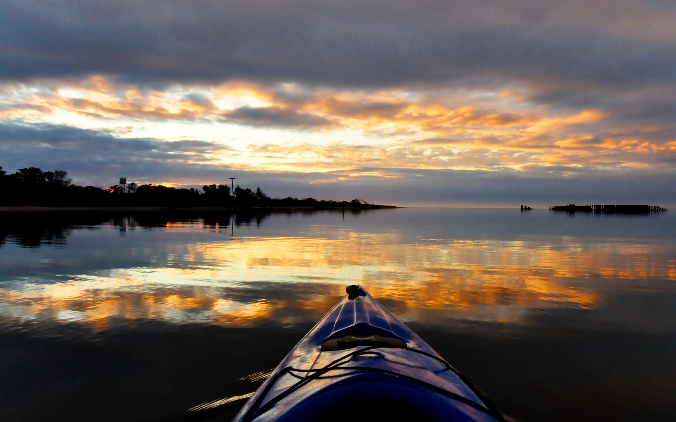 Kayak's Horizon Wallpaper