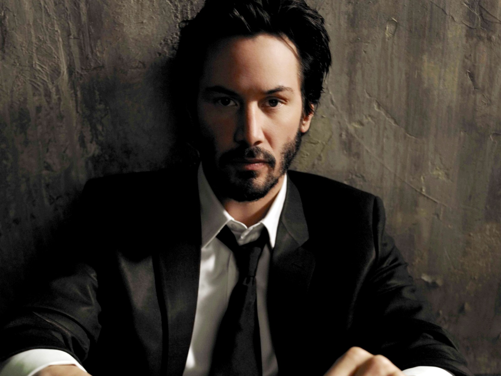 ... Keanu Reeves Wallpaper @ go4celebrity.com ...