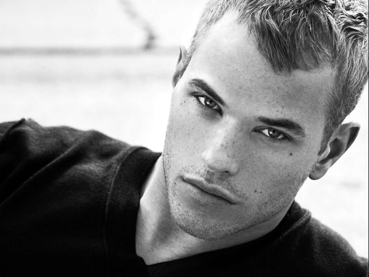 Kellan Lutz Official Sources