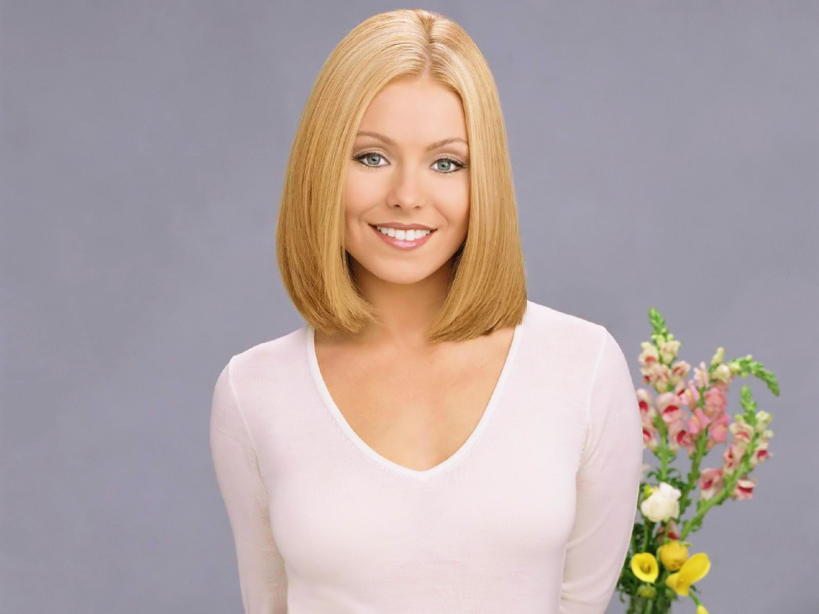 kelly-ripa-wallpaper-2