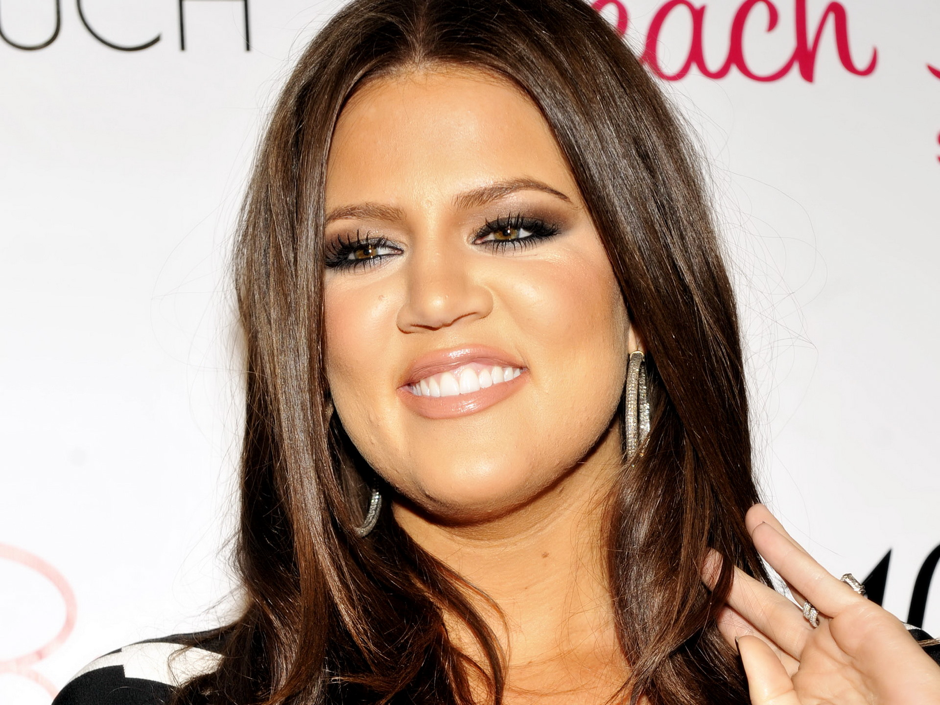 Khloe Kardashian Hd Desktop 10 HD Wallpapers