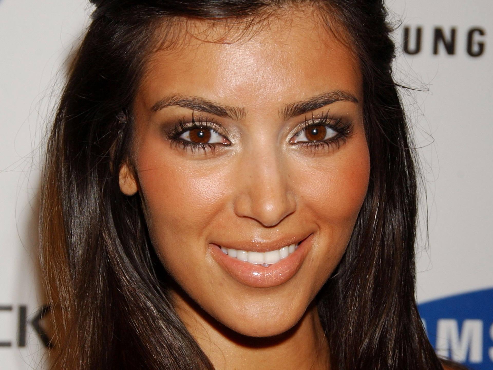 Kim Kardashian Hd Background Wallpaper 22 Thumb