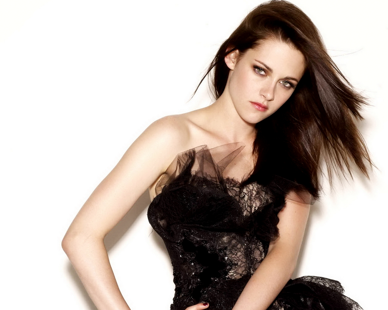 Kristen Stewart made a dramatic change to her hair for an upcoming film role. The Twilight star opted for tangerine locks and dark roots for her part in the ...