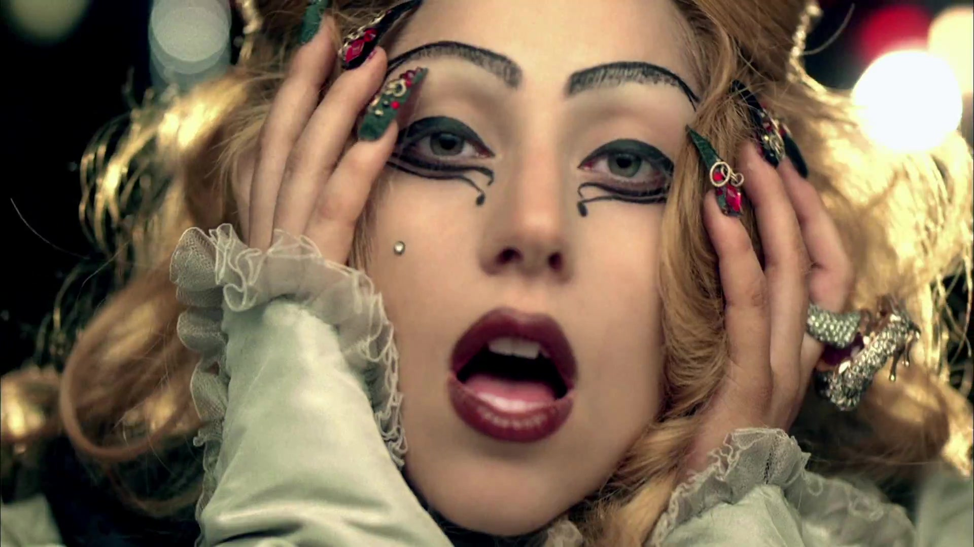 File:Lady Gaga - Judas 302.jpg