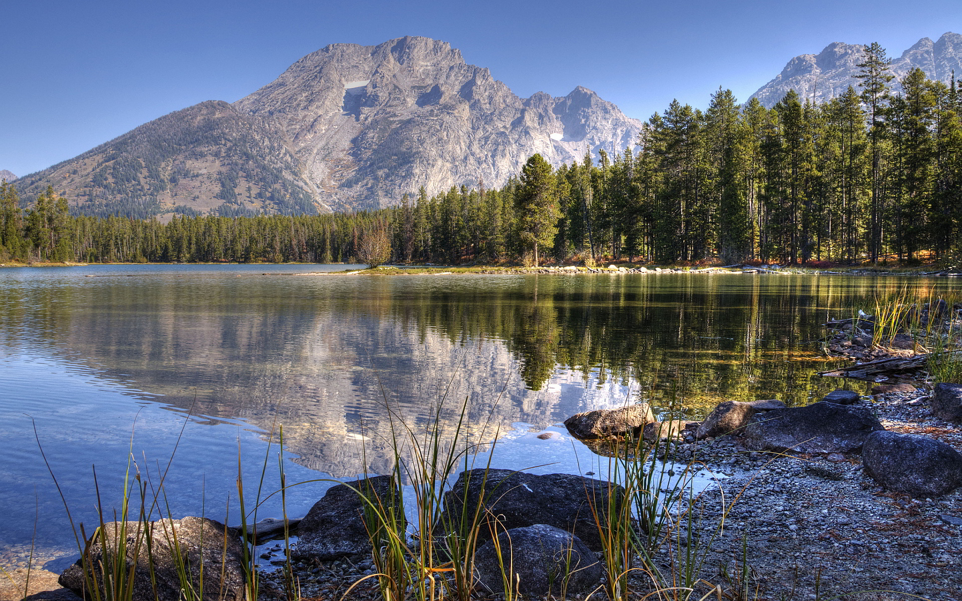 Lake mountains scenery