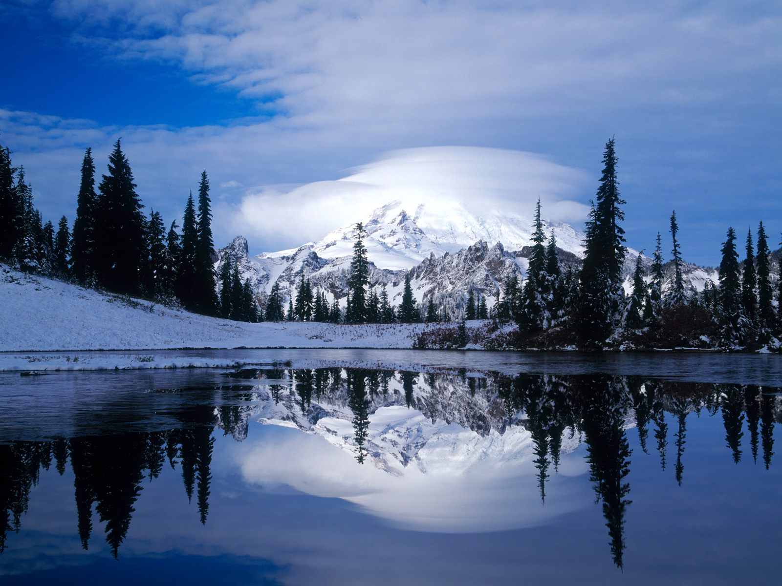 landscapes mount rainier reflected tipsoo lake washington