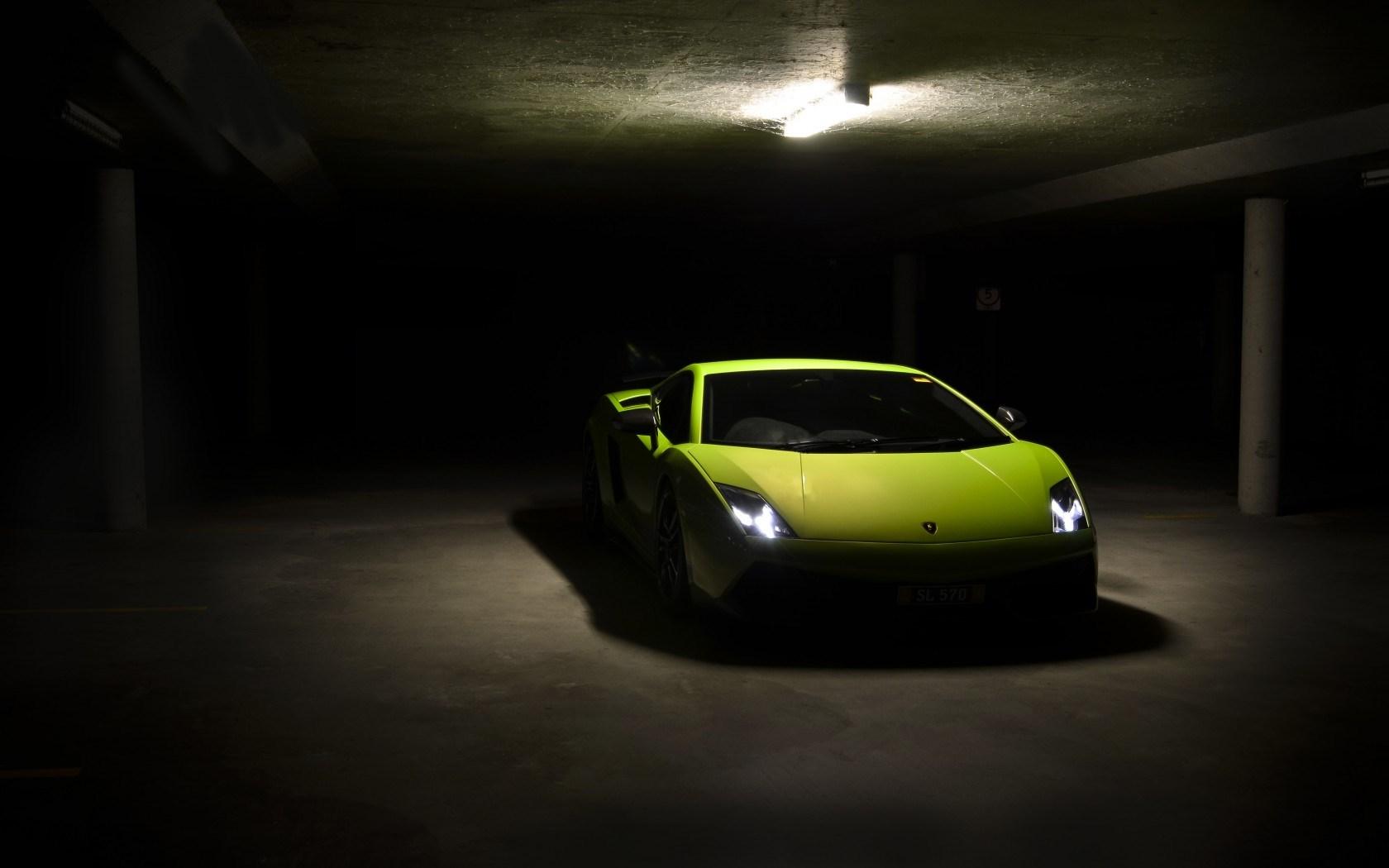 Lamborghini Gallardo LP 570-4 Superleggera Parking